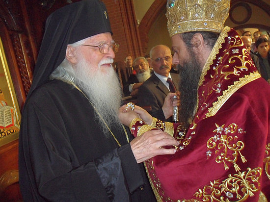 Metropolitan Bishop NIKOLAY of Plovdiv, Representative of Bulgarian Patriarch MAKSIM and Holy Synod designating Order of HOLY IOAN of RILA 1st Degree to Metropolitan Bishop SIMEON of Western and Central Europe></p>     <p class=