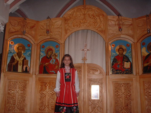 Ikonostas and young Bulgarian Orthodox girl from Oslo